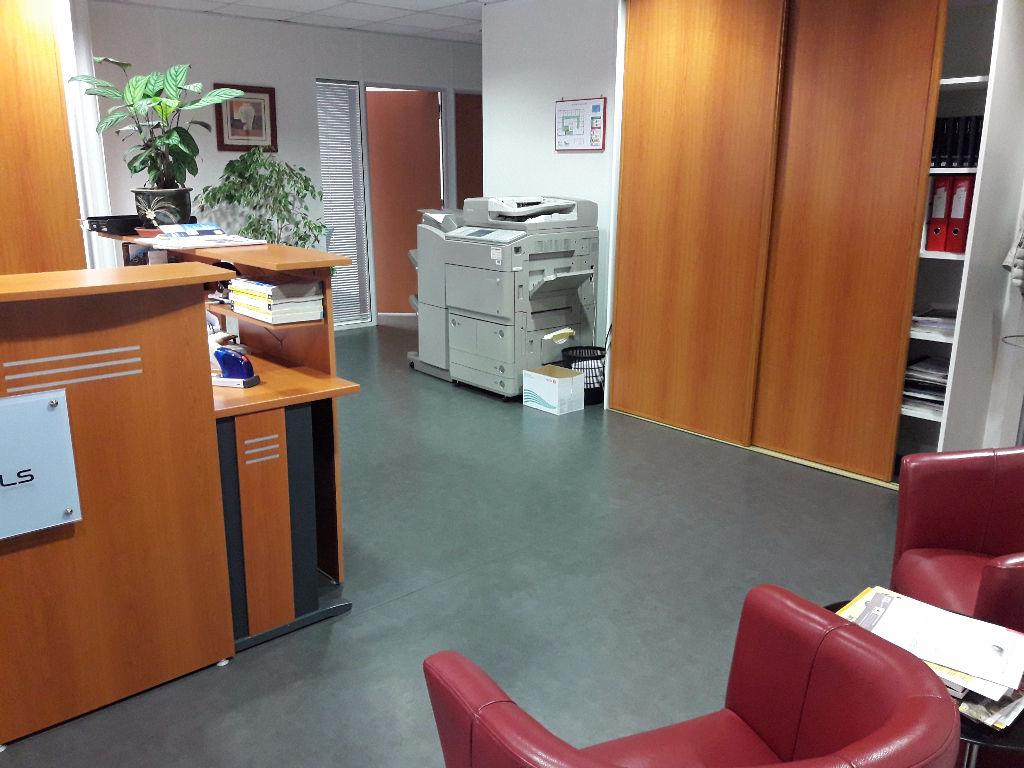 A vendre  - Bureaux Vitre 16 pièces 320 m2