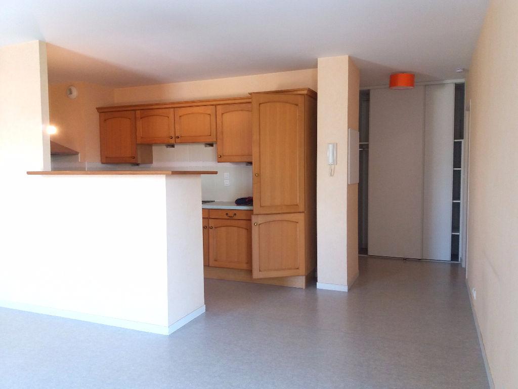 Argentré - Appartement T3 avec garage et ascenseur
